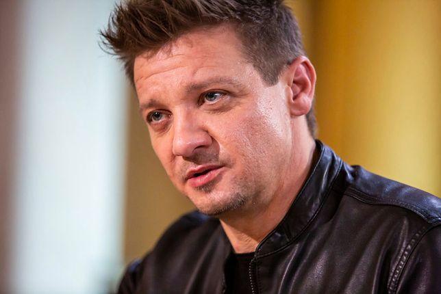 """Jeremy Renner zarobił na filmach z serii """"Avengers"""" ok. 30 mln dol."""
