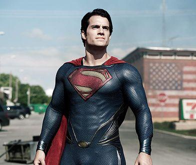 """Henry Cavill nie rezygnuje z Supermana. """"Peleryna wisi w szafie"""""""