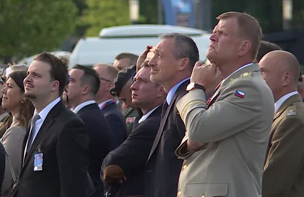 Defilada lotnicza podczas szczytu NATO