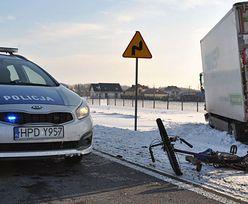 Koszmarny wypadek ciężarówki i dostawczaka. Rowerzysta nie miał szans