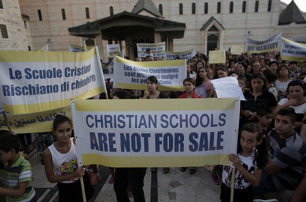 Chrześcijanie protestują przeciwko dyskryminowaniu ich szkół przez władze w Izraelu.