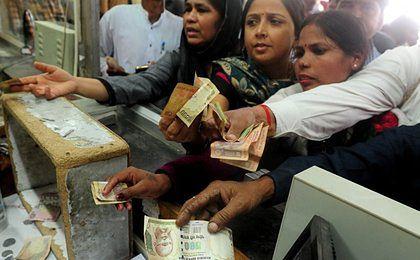 Chaos w Indiach. Władze unieważniły banknoty o największych nominałach