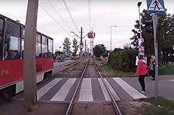 #dziejesiewmoto [191]: wpadła pod tramwaj, kierowca po narkotykach i nieudane wheelie
