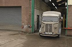 Odrestaurowana ciężarówka. Zostanie food truckiem