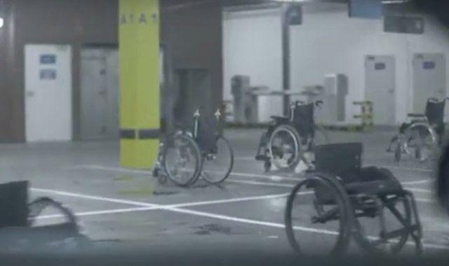 Wózki inwalidzkie na miejscach dla samochodów. Doskonała akcja!