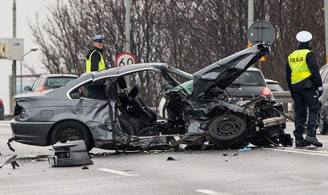 Święta na drogach: 23 osoby zginęły, ponad tysiąc pijanych kierowców