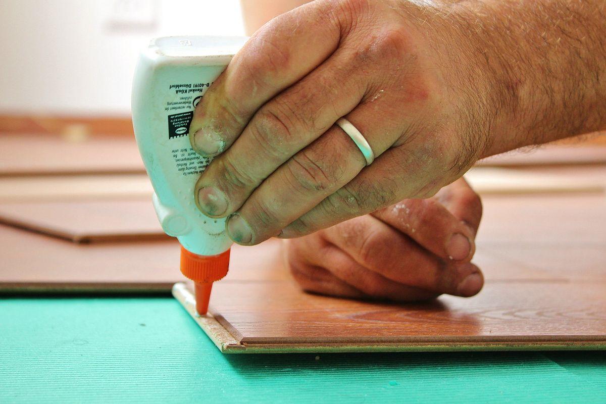 Klej typu Super Glue powstał podczas II wojny światowej