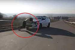 #dziejesiewmoto [301]: pechowy deskarz, niewidomy Remi i Mercedes jak bolid
