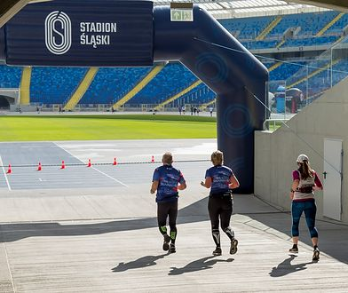Śląskie. Silesia Marathon 2020 - biegacze wyruszyli na 42km trasę w grupach