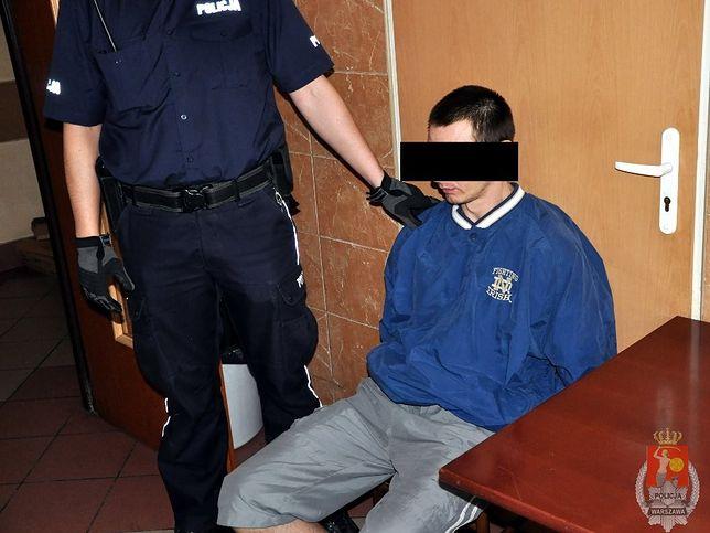 Zabarykadował się w mieszkaniu grożąc zabiciem swojej dziewczyny