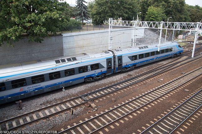 Wrocław - Psie Pole. Maszynista zgłosił, że pod pociąg mogli wejść ludzie. Trwają poszukiwania