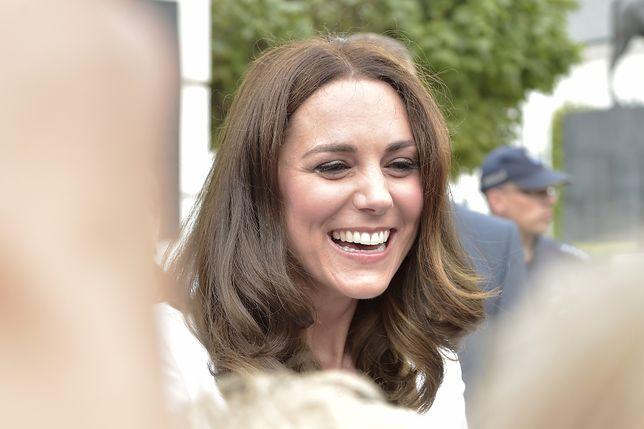 Księżna Kate przyłapana w tanim londyńskim pubie.