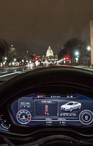 Kierowca audi wie za ile sekund będzie zmiana światła
