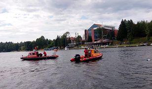Jezioro Tałty. 21-latek wypadł za burtę jachtu. Akcja ratunkowa