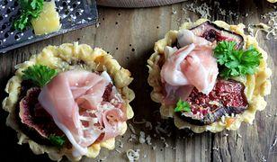 Mini tarty z szynką parmeńską, serem i figami