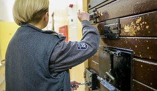 Kobiety, które dostają się do służby więziennej, chcą udowodnić, że sobie w tej formacji mundurowej poradzą.