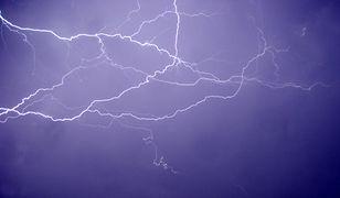 Spektakularna burza w Atenach. Pioruny rozświetliły niebo
