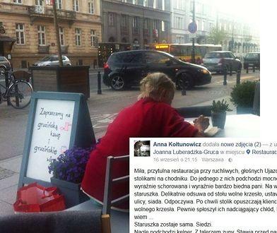 Zmęczona staruszka dosiadła się do stolika w restauracji. Wzruszający gest kelnera podbija internet!