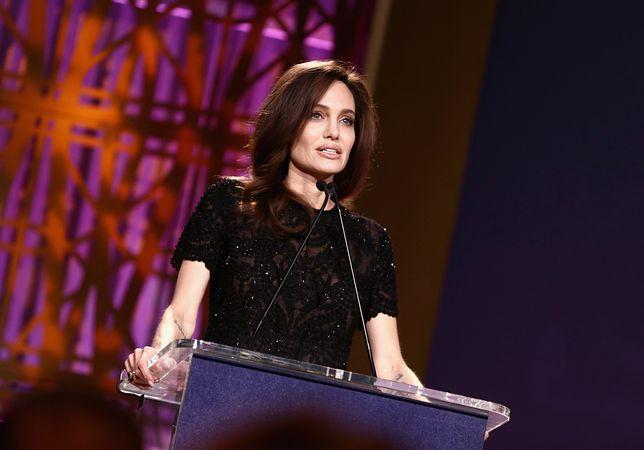 Angelina Jolie podczas przemówienia w Los Angeles