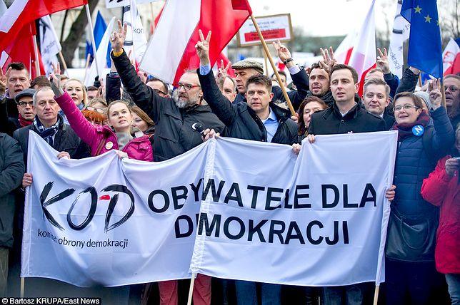 Jeden z protestów Komitetu Obrony Demokracji