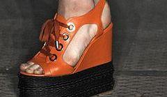 Sandały na koturnie - trendy na lato 2013