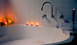 Po męczącym rabunku włamywacz postanowił zrelaksować się w wannie