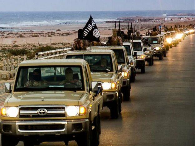 Parada bojowników Państwa Islamskiego w Libii
