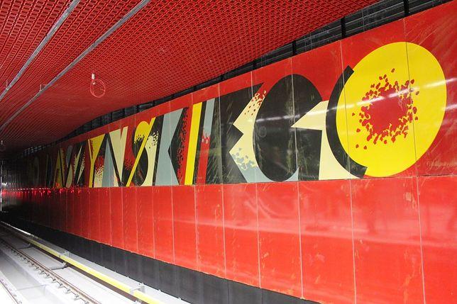 Końcowe prace na stacji Rondo ONZ [ZDJĘCIA]