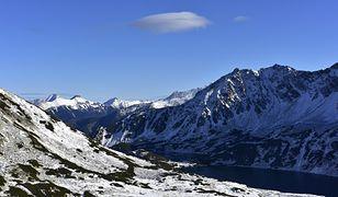 Tatry: Zagrożenie lawinowe drugiego stopnia. Olbrzymie opadu śniegu.