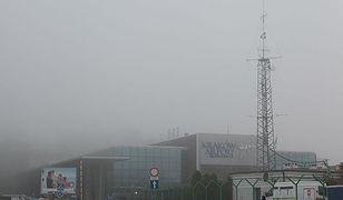 Mgła uniemożliwia starty i lądowania samolotów.