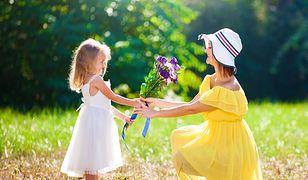 Dzień Matki 2019 – życzenia i wierszyki. Święto mam w Polsce wypada w niedzielę, 26 maja. Skorzystaj listy najpiękniejszych życzeń