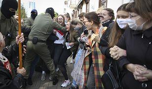 Białoruś. Milicja brutalnie rozbiła w sobotę pochód kobiet w Mińsku