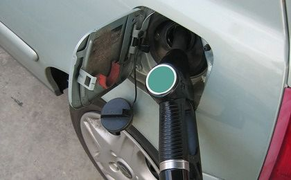 Jeszcze we wrześniu kierowcy zapłacą mniej za paliwo? Jest szansa