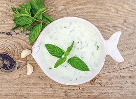 Serek wiejski z dodatkiem warzyw o niskiej zawartości tłuszczu, z mlekiem o zawartości tłuszczu 1%