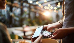 Jak działają urządzenia płatnicze – dostępne rozwiązania