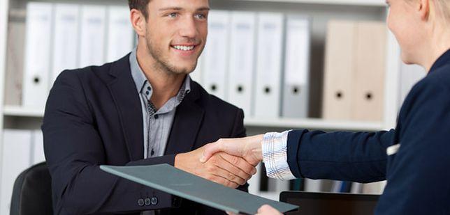 Poprawne CV i elegancki ubiór, czyli jak zachęcić pracodawcę do postawienia na nas!