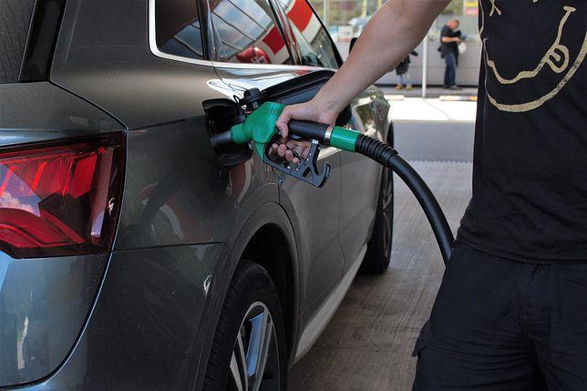 Tańsze paliwo na koniec wakacji