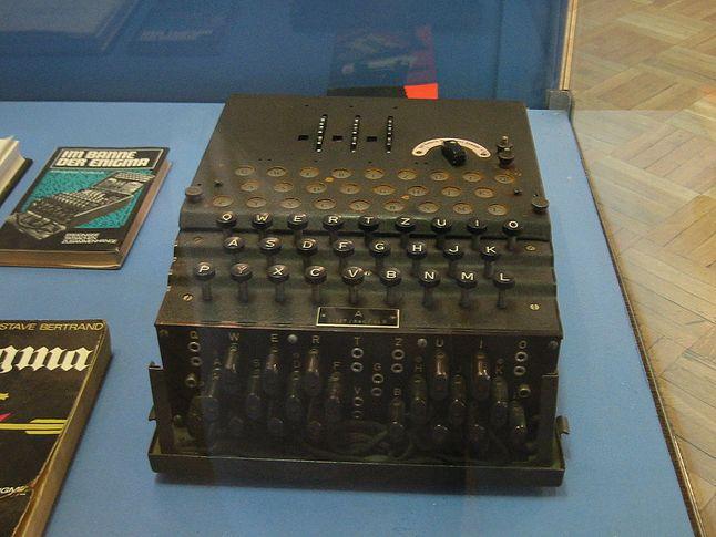 Enigma na wystawie w Muzeum Techniki w Warszawie (źródło: Wikipedia.pl)