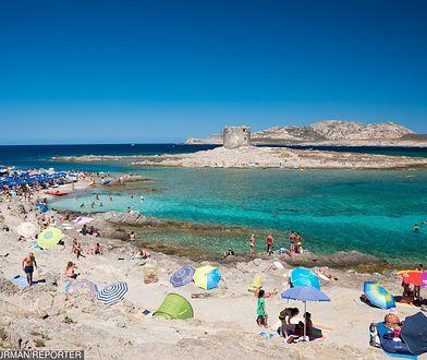 Włochy. Piasek wrócił na plaże Sardynii. 10 ton zabrali turyści