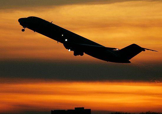 Samolot zawrócono w trakcie lotu z powodu groźby