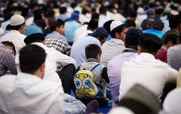Brytyjscy muzułmanie na spotkaniu religijnym w Hampshire
