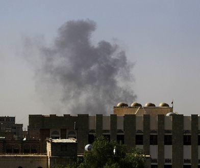 Samoloty koalicji zniszczyły pasy lotniska w Sanie