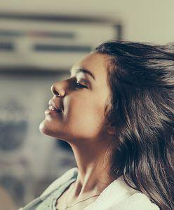 Przedłużanie włosów. Jaką metodę wybrać dla siebie? Poznaj najważniejsze sposoby na długie włosy