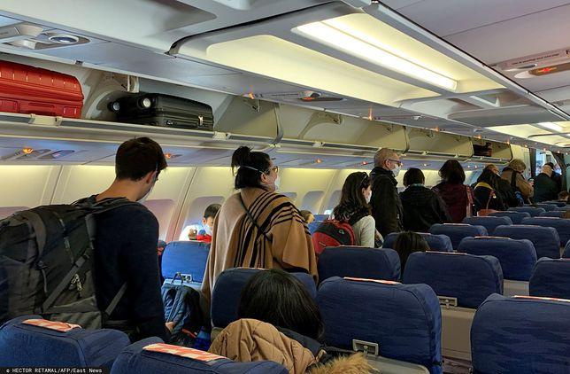 Koronawirus. Rodzina z dziećmi wyrzucona z samolotu