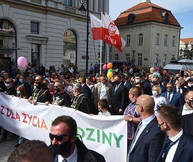 Warszawa. Prezydent Andrzej Duda na Marszu dla Życia i Rodziny