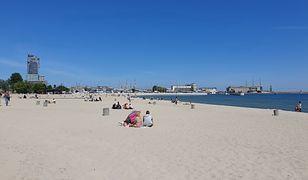 """Wakacje 2020. Na plażach powstaną sektory dla turystów? """"Stworzenie ich byłoby niezwykle trudne"""""""