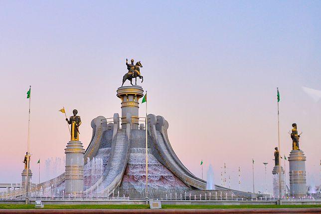 Pomnik prezydenta siedzącego na koniu znajduje się już w stolicy Turkmenistanu