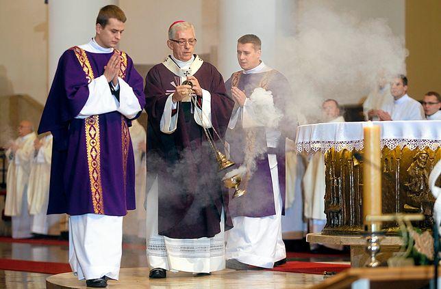 Protest ws. portretu trafił do metropolity katowickiego arcybiskupa Wiktora Skworca.