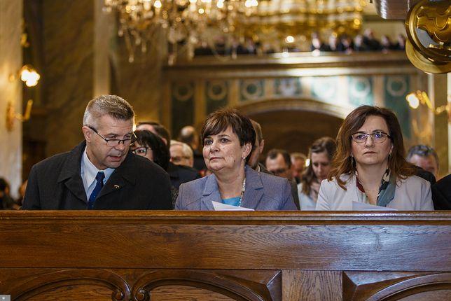 Kielce. Współpracowniczka Bogdana Wenty Danuta Papaj (w środku) podała się do dymisji po anonimowym donosie do CBA