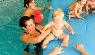 Zakaz kąpieli dzieci w pieluchach na basenie